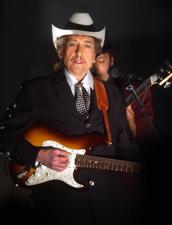 bob-dylan-performs-grammys-2002